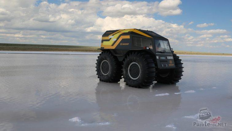 Вездеход на замёрзшем озере