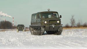 Вездеходы Узола и едут по зимней дороге