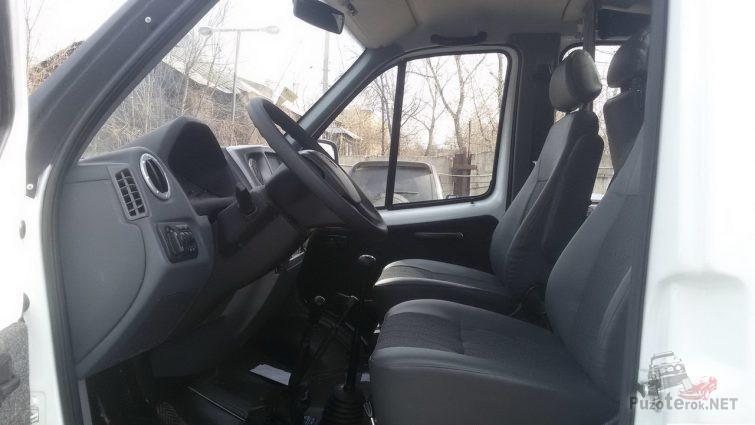 Водительское отделение в автомобиле ГАЗ