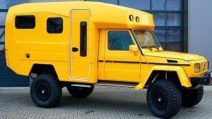 Ярко-жёлтый мерседес с жилым модулем