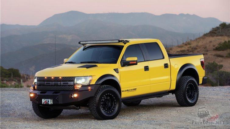 Жёлтый Ford Раптор с металлическим бампером и лебёдкой