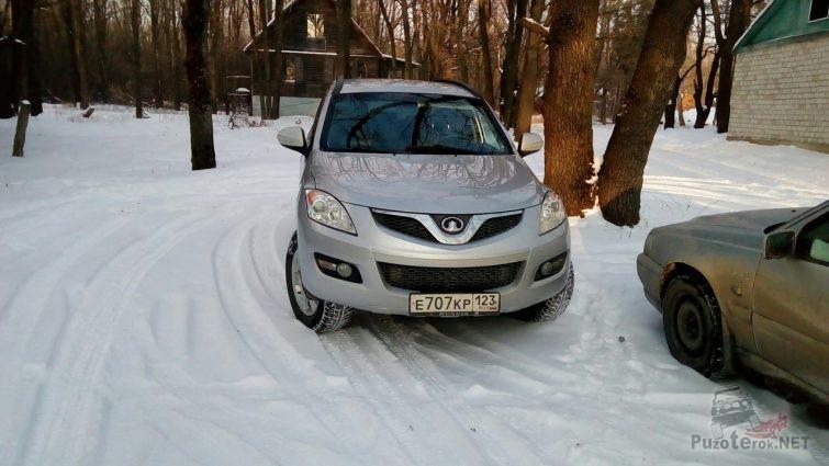 Автомобили на зимней дороге