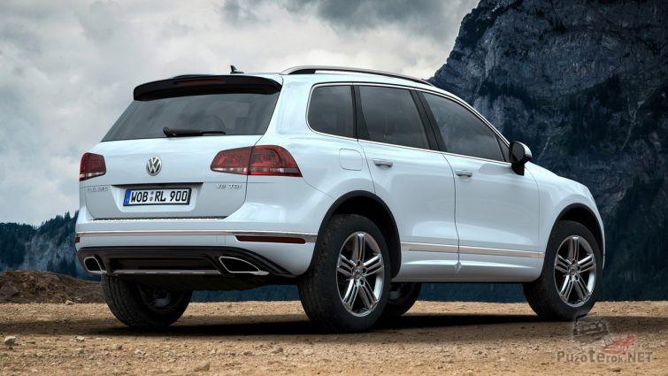 Белый Volkswagen Touareg в горах
