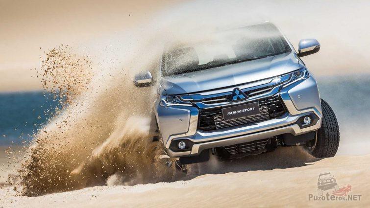 Дрифт автомобиля в пустыне