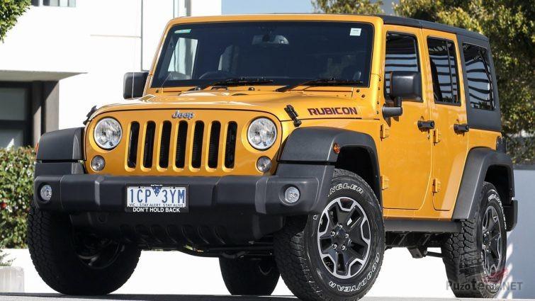 Джип горчичного цвета с жёстким кузовом
