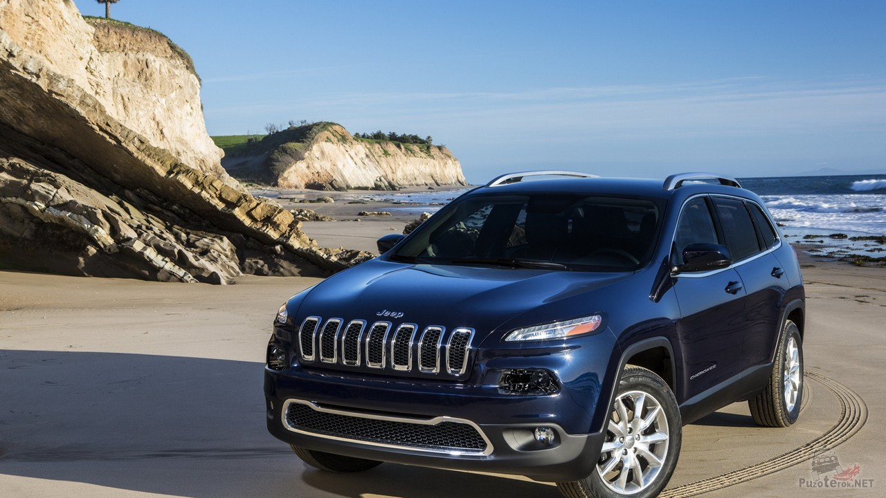 Jeep Cherokee на берегу моря
