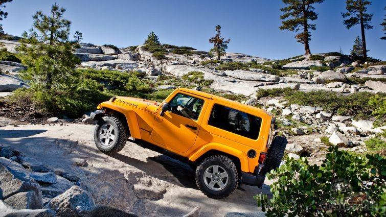 Jeep Rubicon третьего поколения на горке