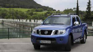Nissan Navara третьего поколения на набережной