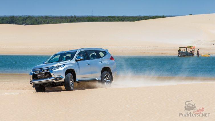 Новый Pajero Sport дрифтует на песке