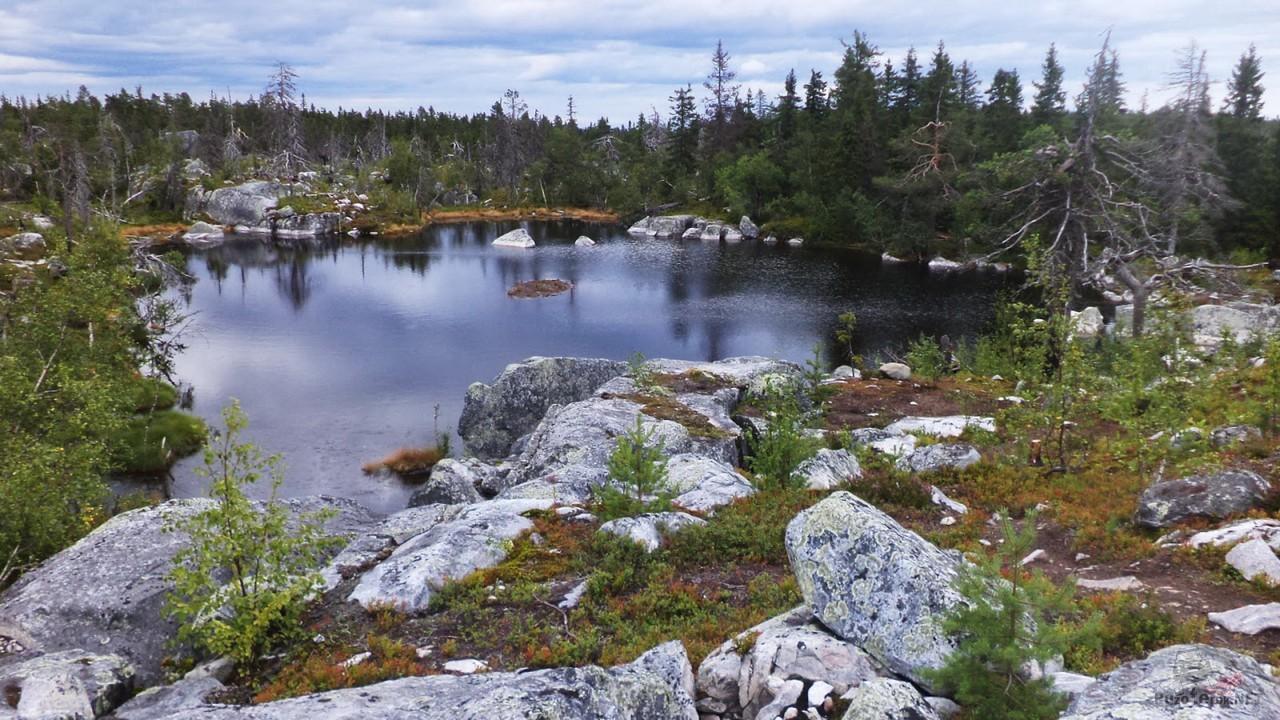 Озеро посредине Смерть-горы
