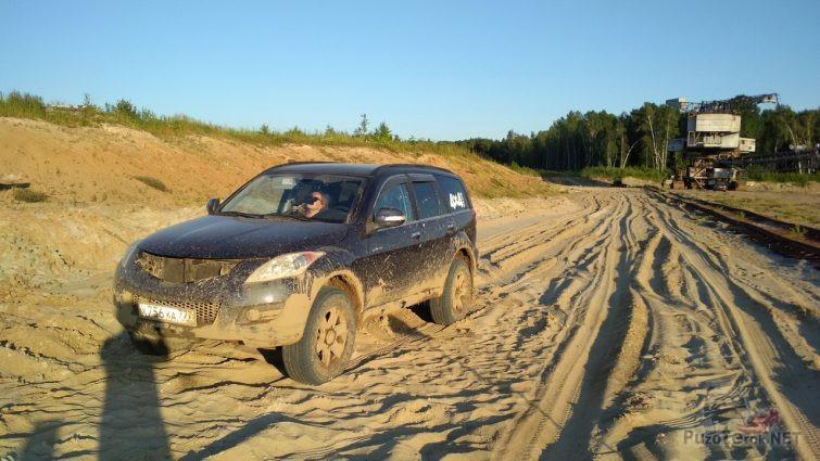 Потрёпанный Ховер на песчаной дороге