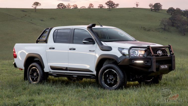 Шноркель и кенгурятник на Toyota Hilux