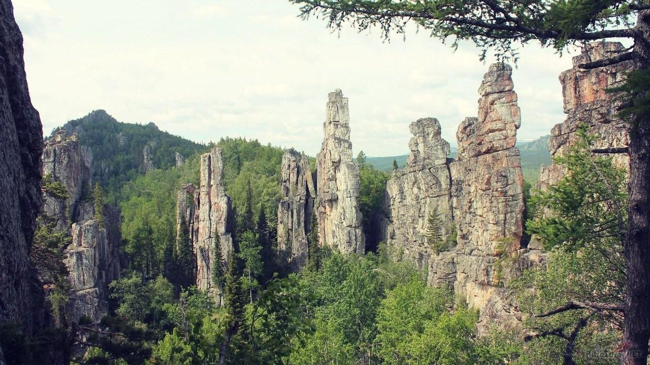 Столбы Инзерских Зубчаток в Башкирии