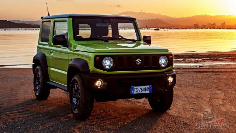 Suzuki Jimny последнего поколения на берегу