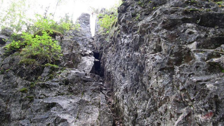 Трещина в скале Узкая улочка