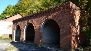 Три арки гаражного помещения