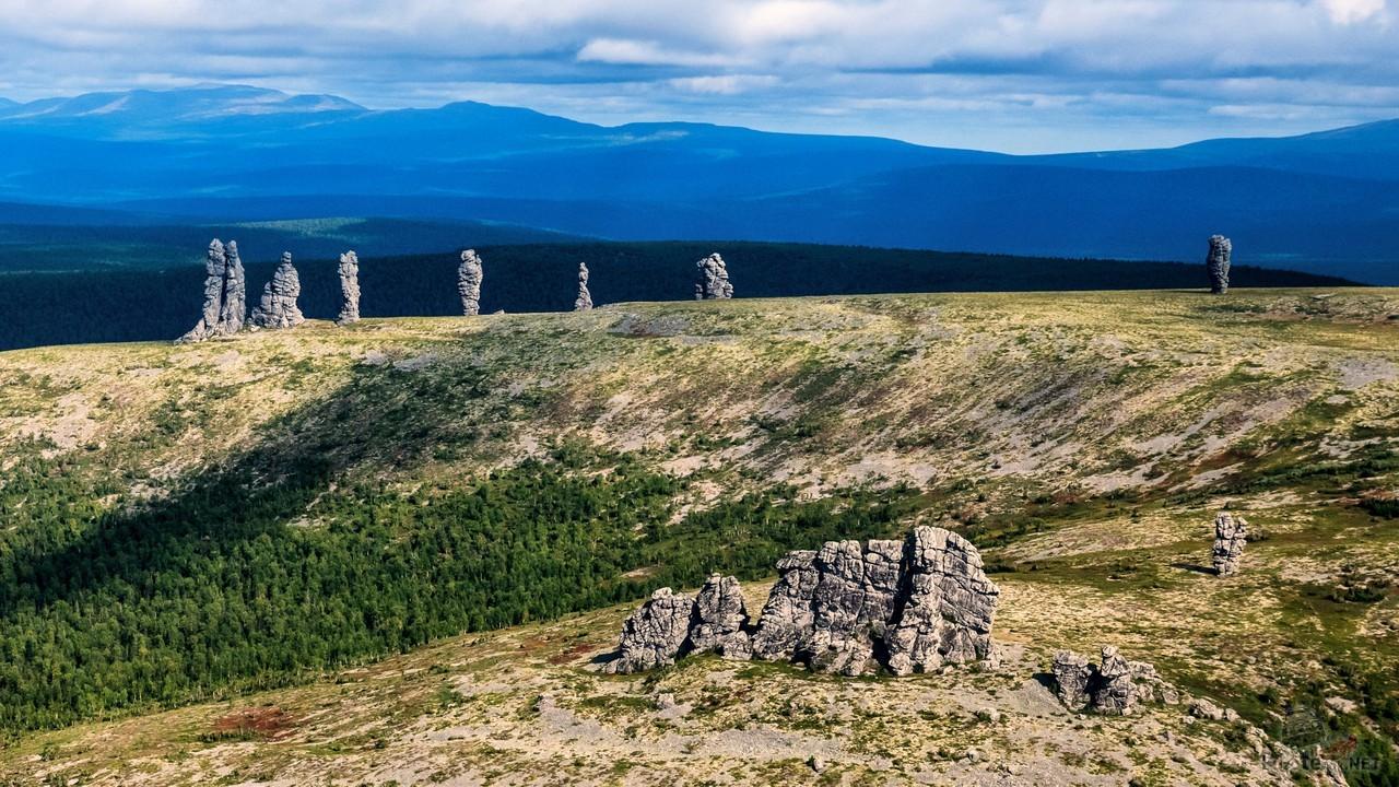 Вид на останцы плато Маньпупунёр