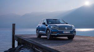 Volkswagen Touareg последнего поколения на причале