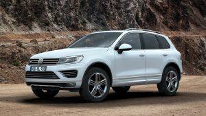 Volkswagen Touareg в скалистой местности