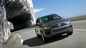 Volkswagen Touareg выехал из тоннеля