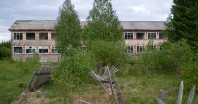 Заброшенная школа в посёлке Чусовской