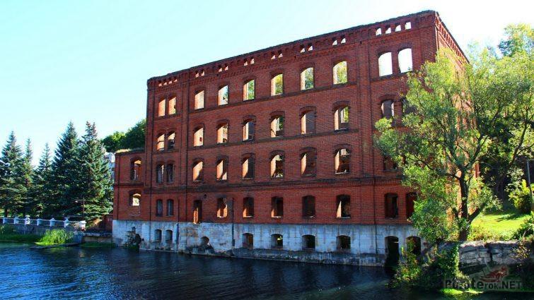 Здание без окон и перекрытий