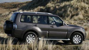 Чёрный Mitsubishi Pajero 2008 года выпуска