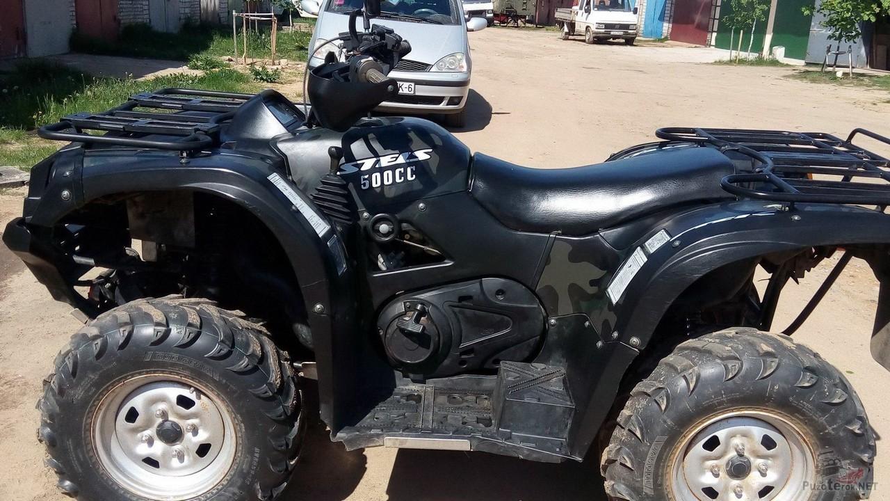 Чёрный Stels ATV 500 CC у гаражей