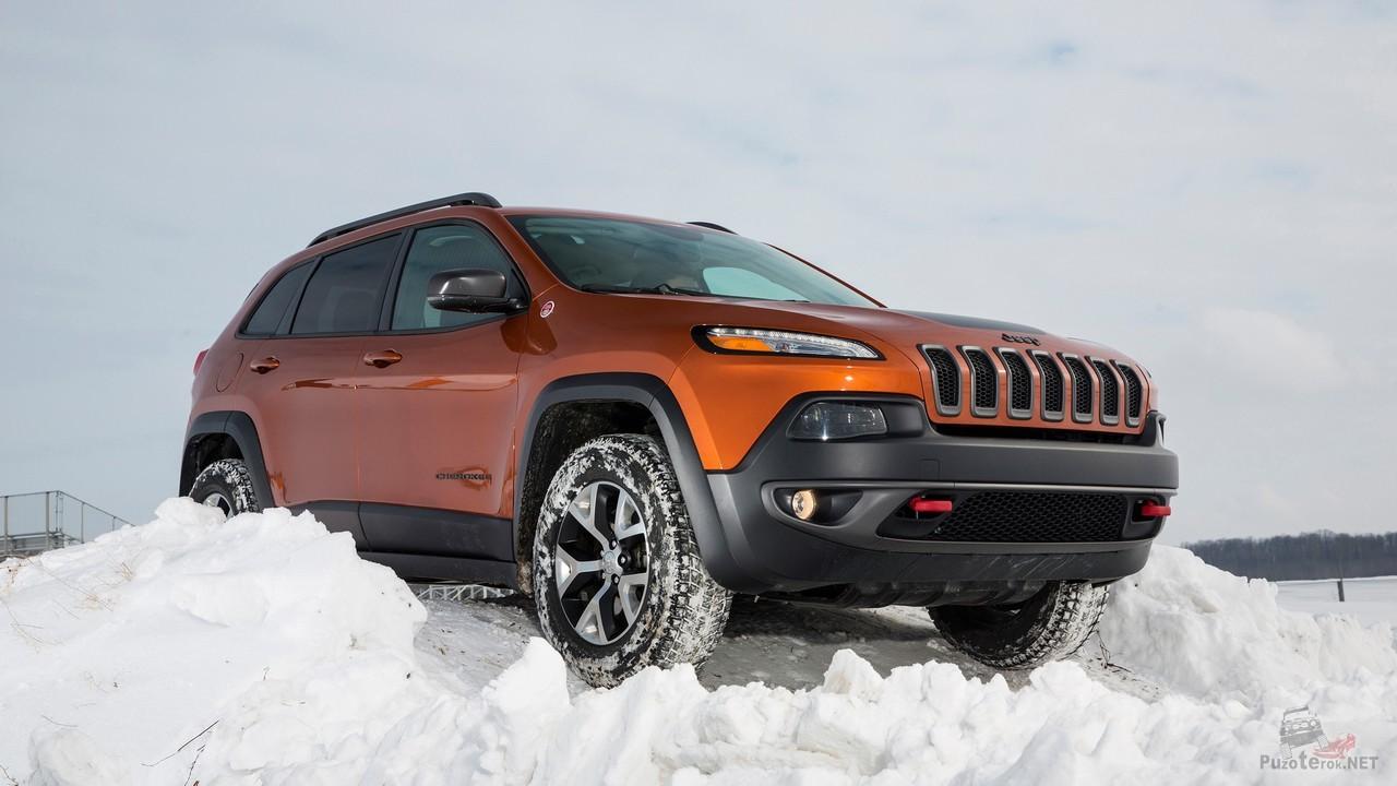 Cherokee Trailhawk 2015 на тест-драйве в снегу