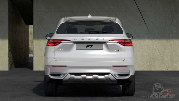 Great Wall Haval F7 у здания