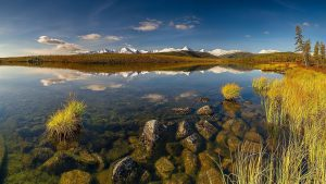 Каменистое дно озера