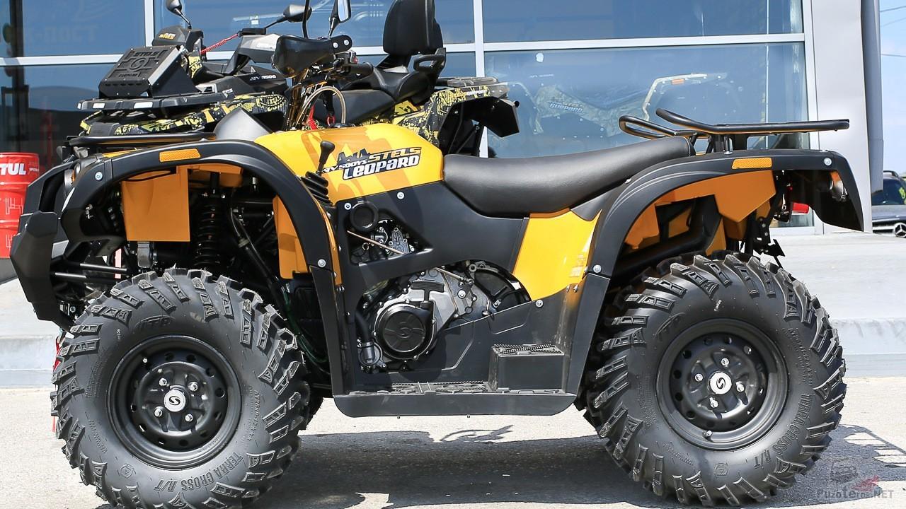 Квадроцикл Леопард 500 YS возле здания