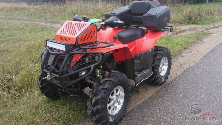 Квадроцикл оборудован люстрой и доп сиденьем