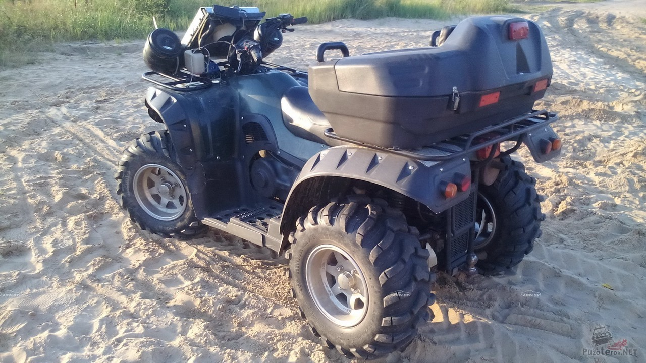 Квадроцикл с багажным кофром