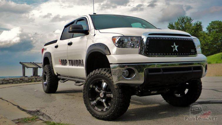 Лифтованная Toyota Tundra со звездой