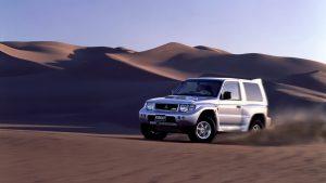 Mitsubishi Pajero второго поколения в пустыне