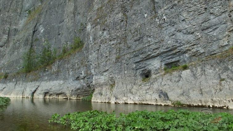 Отвесная скала Мамбет