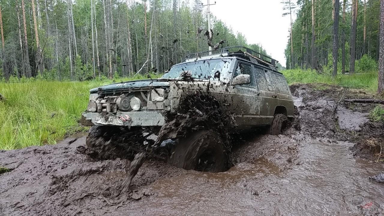 Патрол в грязевой жиже