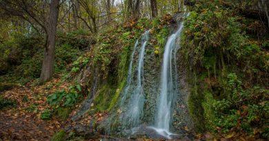 Струи Радужного водопада