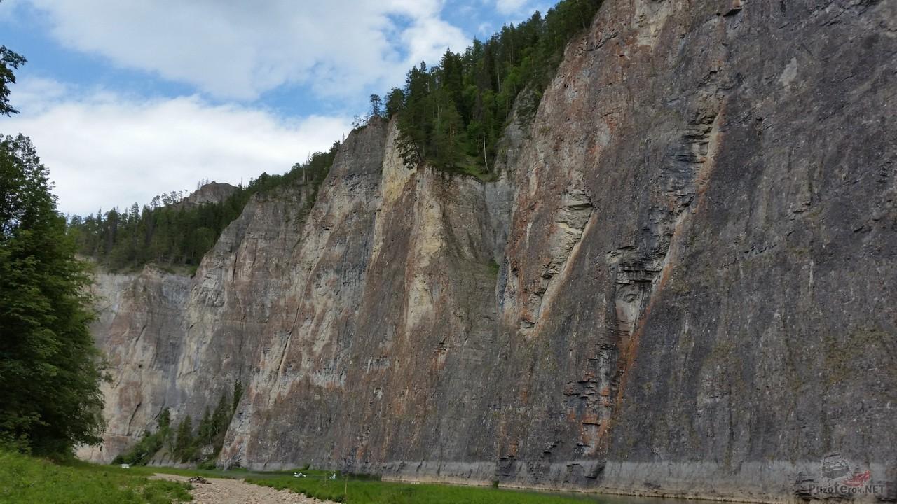 Величественная скала Мамбет