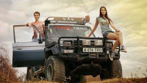 Девушки с Land Cruiser Prado