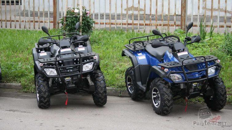 Два Stels ATV 300 на бордюре