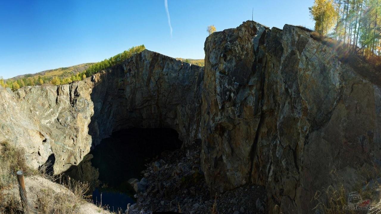 Экстремально-отвесные скалы над озером