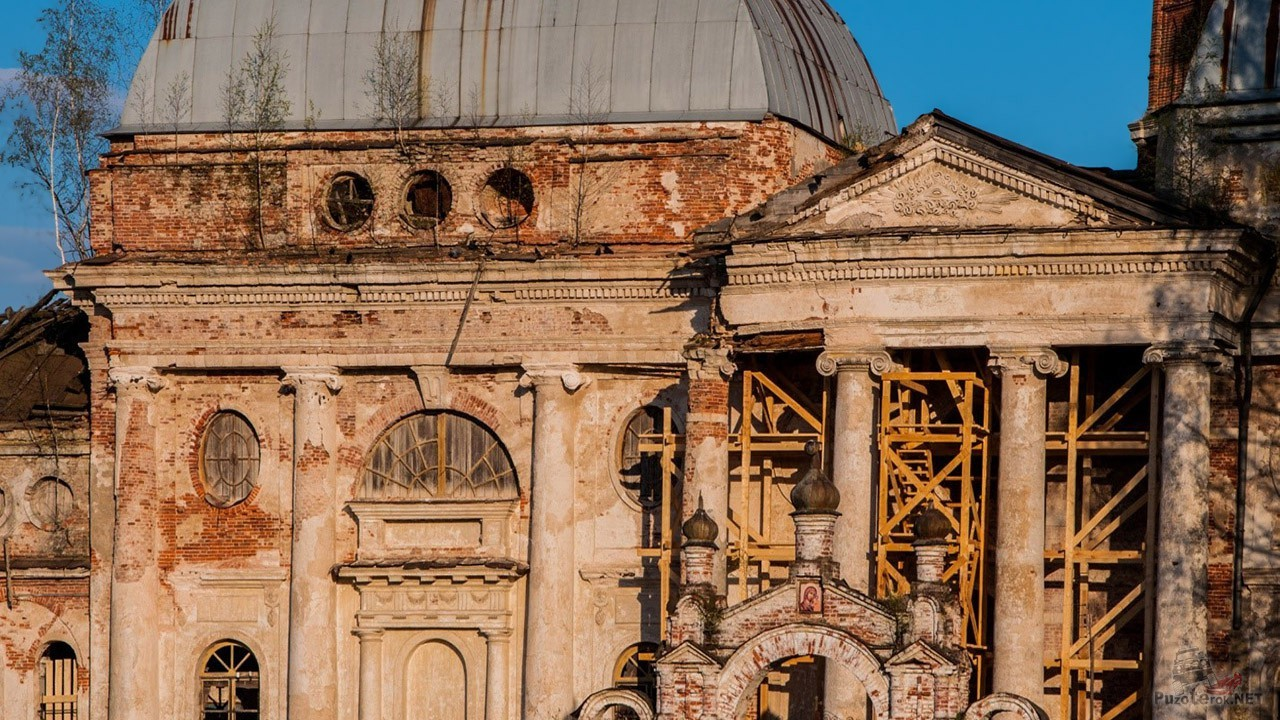 Фронтон церкви в Яропольце