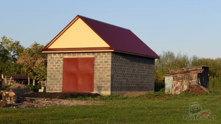 Гараж 5x9 с треугольной крышей построен
