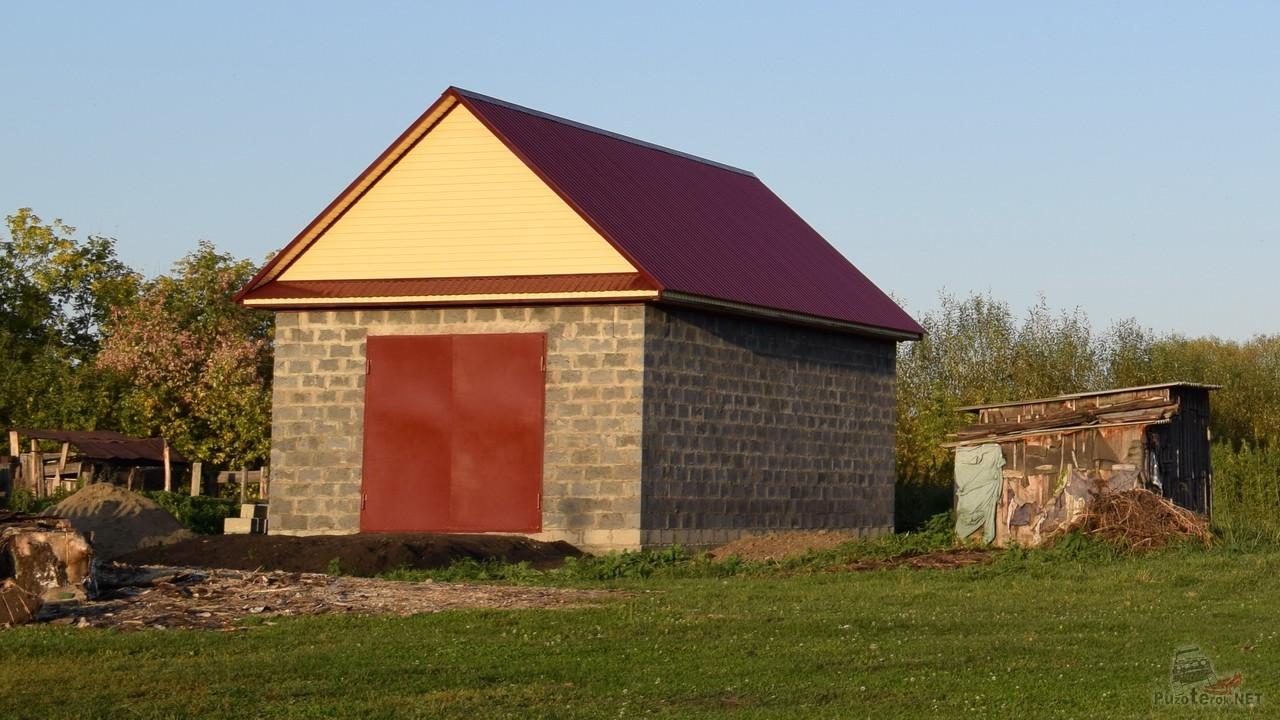 Гараж 5×9 с треугольной крышей построен