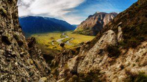 Горный перевал в окружении каменных грибов