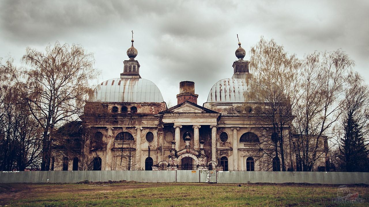 Храм Казанской иконы Божьей Матери в селе Ярополец