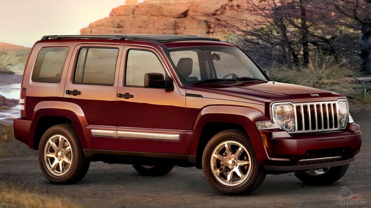 Jeep Liberty вишнёвого цвета
