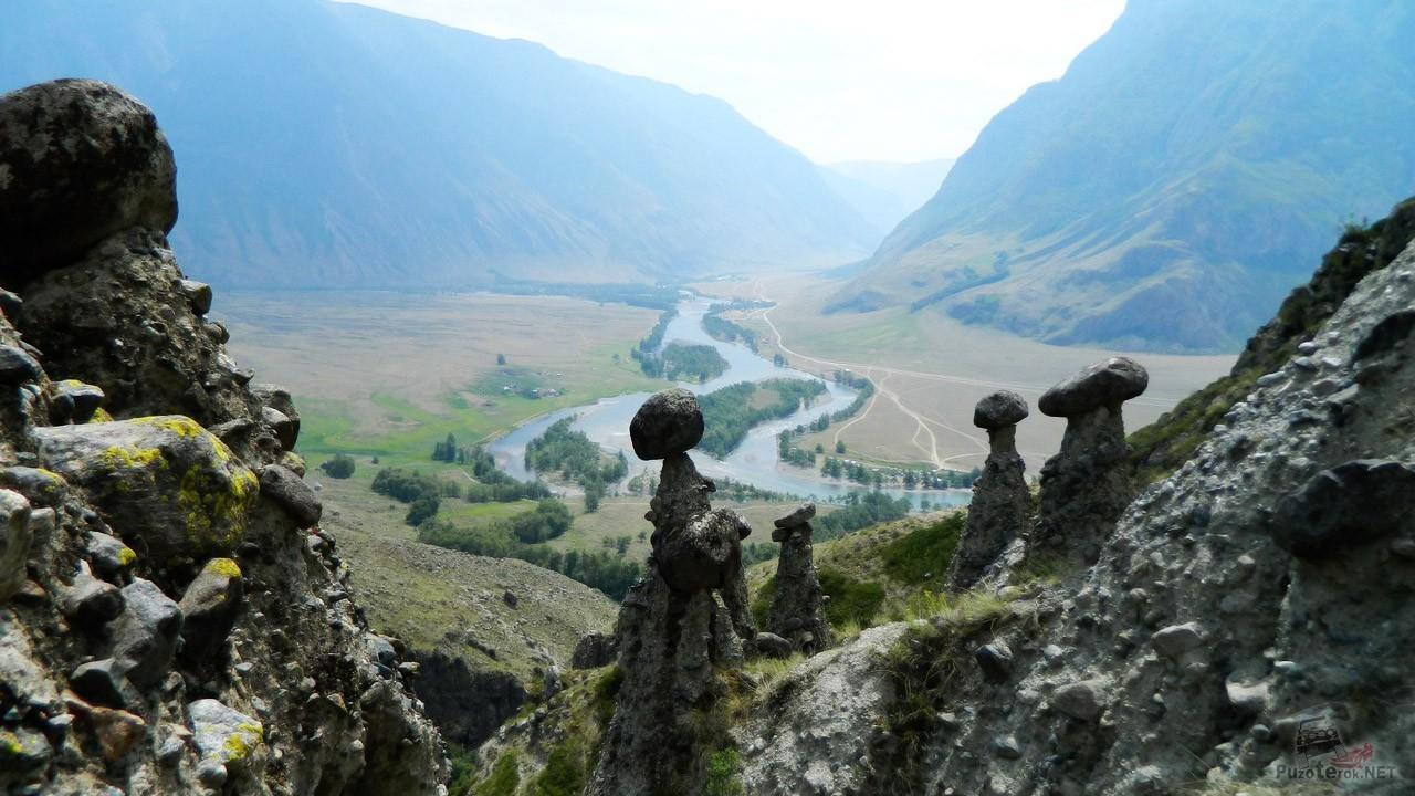 Каменные грибы над рекой Чулышман
